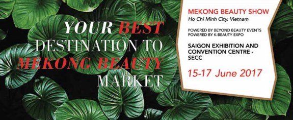 Foreign cosmetic exhibitors introduce products in HCM City hinh anh 1