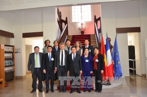 Vietnam learns France's experience in managing public organisations hinh anh 1