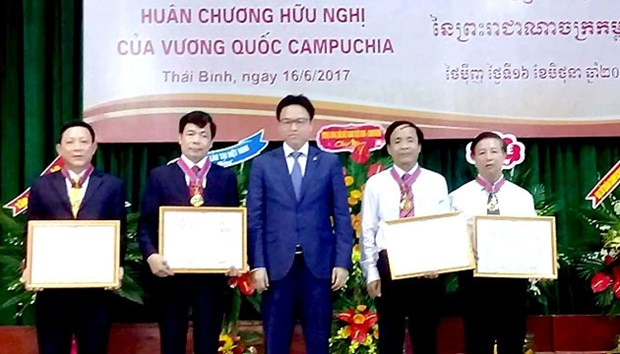 Thai Binh University of Medicine and Pharmacy honoured by Cambodia hinh anh 1