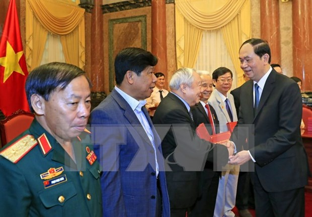 President meets former volunteer soldiers in Cambodia hinh anh 1