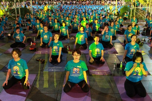 Vietnamese people celebrate International Yoga Day hinh anh 1