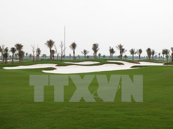 PM orders halt to golf course construction at Tan Son Nhat airport hinh anh 1