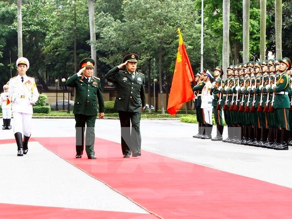 Vietnam, China seek ways to foster defence cooperation hinh anh 1