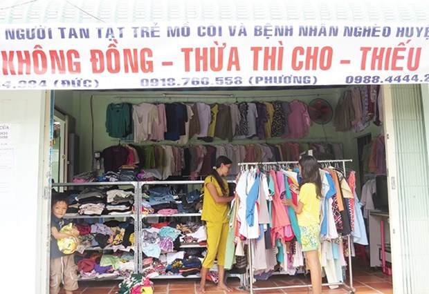 """Khong (Zero) Dong"" shop offers free goods to people in need hinh anh 1"