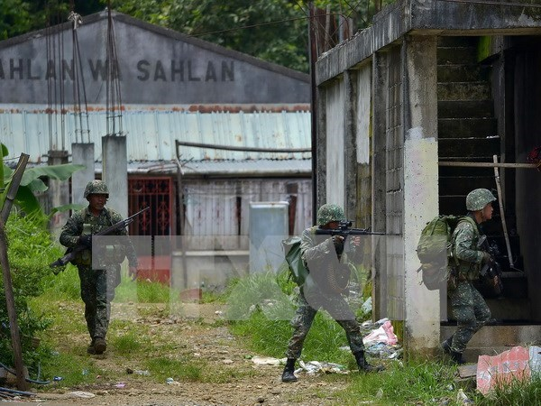 Philippine army launches renewed push in Marawi hinh anh 1