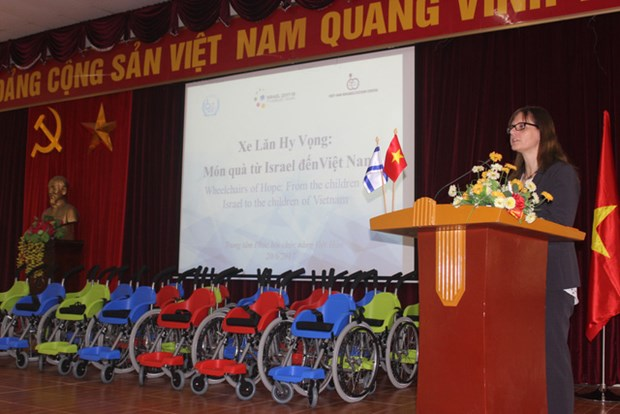 Israel Embassy to offer wheelchairs to children with disabilities hinh anh 1