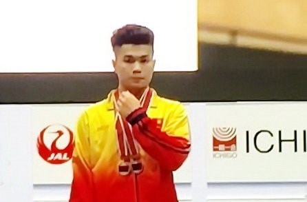 Vietnamese weightlifter wins gold in junior world championships hinh anh 1