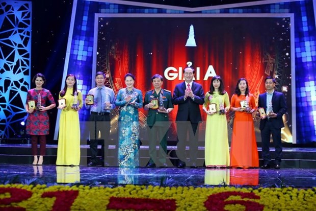 Seven take home top prizes at national press awards hinh anh 1