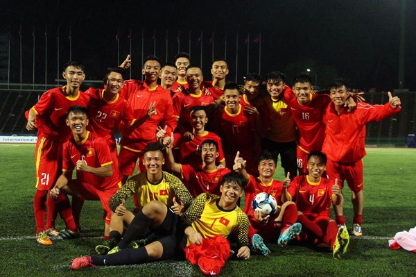 Friendly match marks Vietnam-Cambodia diplomatic ties hinh anh 1