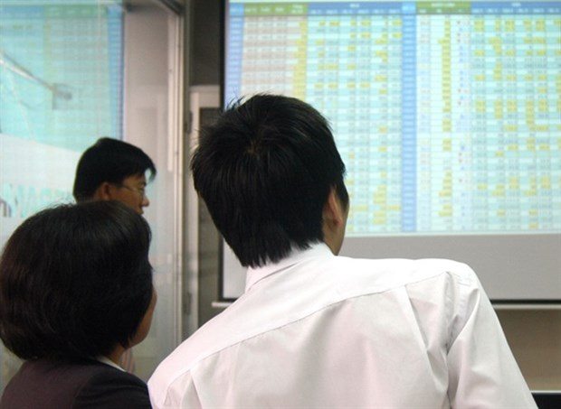 Money flees blue chips, markets down hinh anh 1