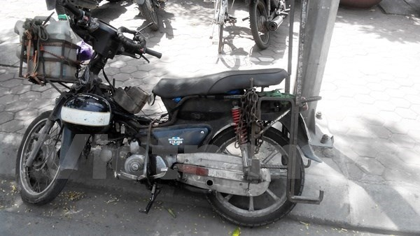 Hanoi prepares roadmap to revoke outdated motorbikes hinh anh 1