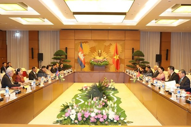Vietnamese, Cambodian legislature leaders hold talks hinh anh 2