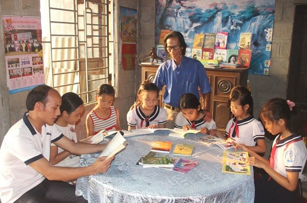 Farmer opens home library for community hinh anh 1