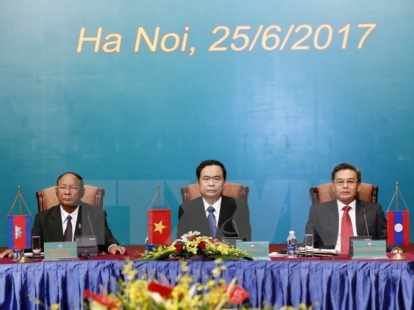 Vietnam, Laos, Cambodia fronts ink agreement at third conference hinh anh 1