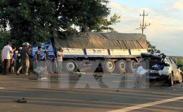 Traffic accidents, deaths drop in six months hinh anh 1