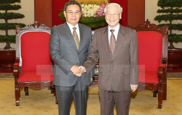 Party chief meets with Lao front President hinh anh 1