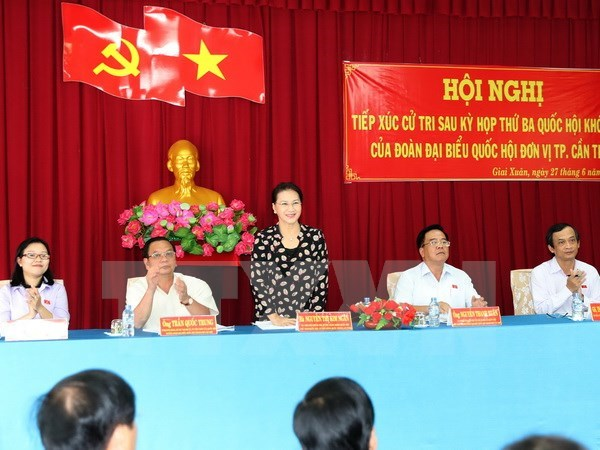 NA Chairwoman Nguyen Thi Kim Ngan meets Can Tho constituents hinh anh 1