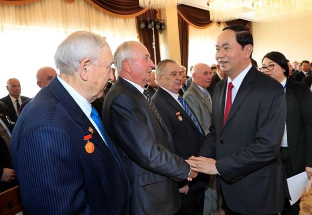 President meets Belarusian friendship association members, veterans hinh anh 1