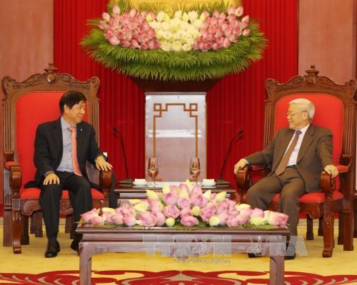Vietnamese Party, Government leaders meet Singapore's PAP chief hinh anh 1