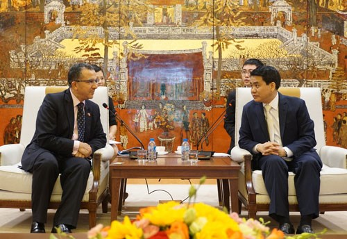 Hanoi mayor promises optimal conditions for Moroccan investors hinh anh 1