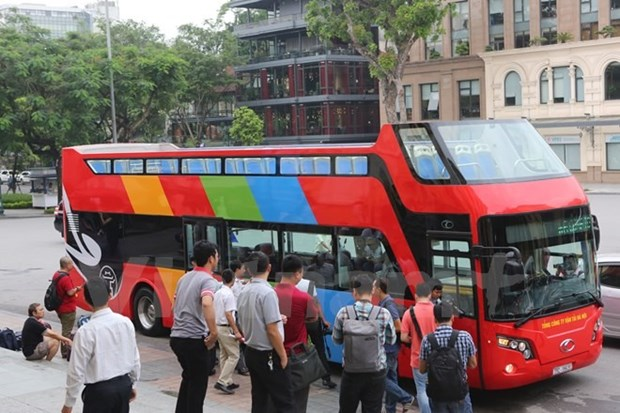 Double-decker tourist bus starts trial run in capital hinh anh 1