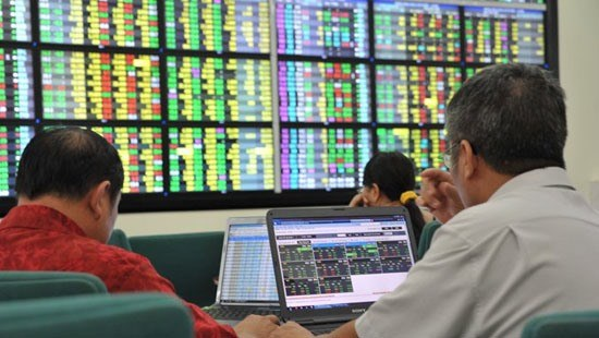Stocks advance on Q2 earnings hopes hinh anh 1