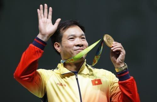 Hoang Xuan Vinh tops world's 10m air pistol men hinh anh 1
