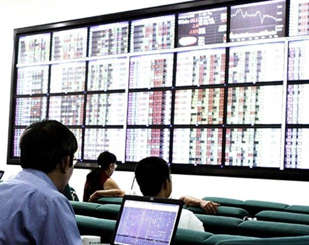 Financial stocks lead upturn, market stays flat hinh anh 1