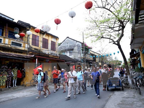 Vietnam serves 6.2 million foreign tourists in H1 hinh anh 1