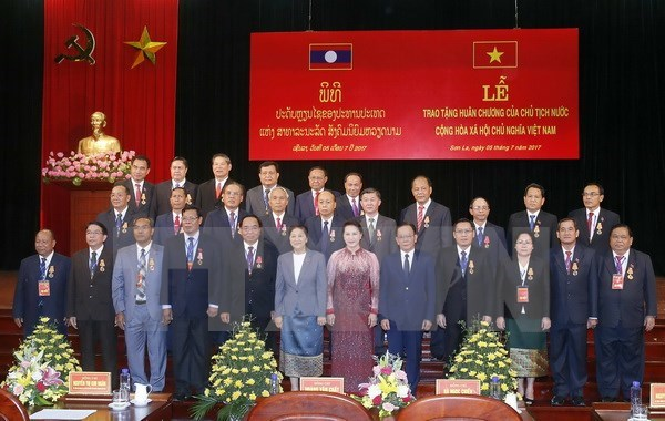 Leaders of Lao provinces awarded Vietnamese President's Orders hinh anh 1