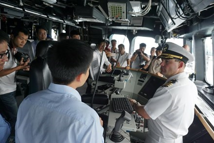 Vietnam, US hold 8th Naval Engagement Activity in Khanh Hoa hinh anh 1