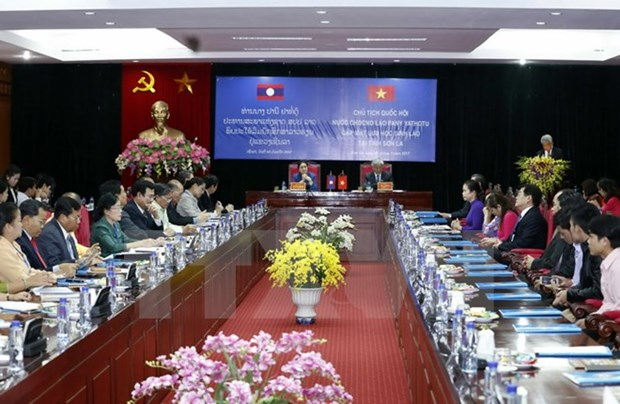 Lao NA President meets Lao students in Son La hinh anh 1