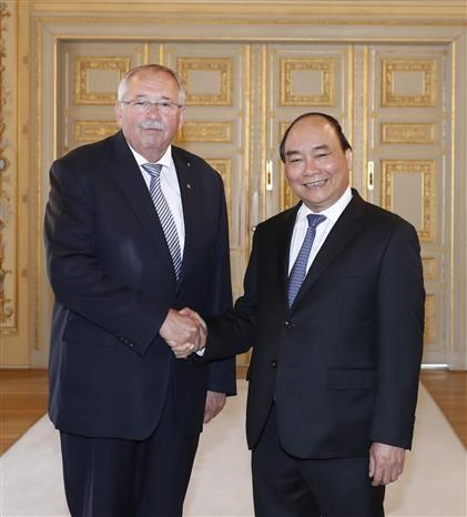 PM Nguyen Xuan Phuc meets with leaders of Hessen state hinh anh 1