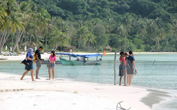 Kien Giang rakes in 97 million USD from tourism in first half hinh anh 1