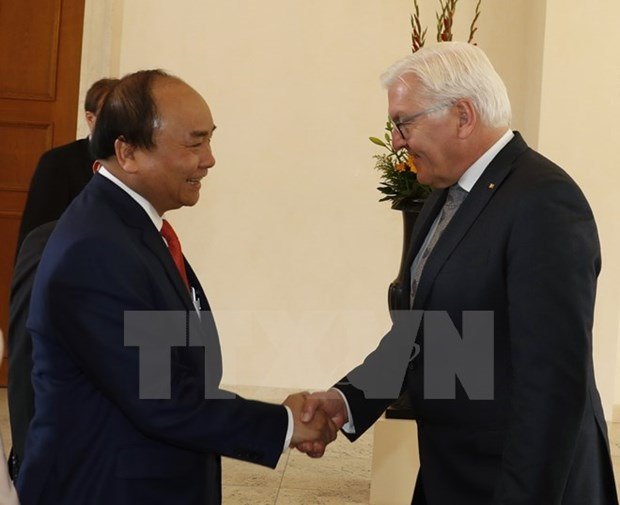 Prime Minister reiterates policy to deepen ties with Germany hinh anh 1