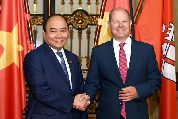 PM affirms Vietnam's desire to enhance ties with Hamburg hinh anh 1