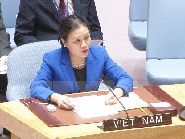 Vietnam applauds global treaty banning nuclear weapons hinh anh 1