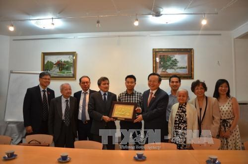 NA Vice Chairman meets Vietnamese nationals in France hinh anh 1