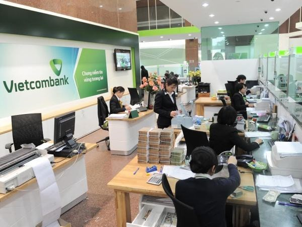 Vietcombank's pre-tax profit rises 20 percent in six months hinh anh 1