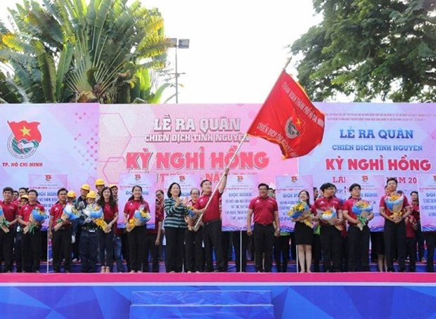 HCM City volunteers take action on Pink Holiday Campaign hinh anh 1