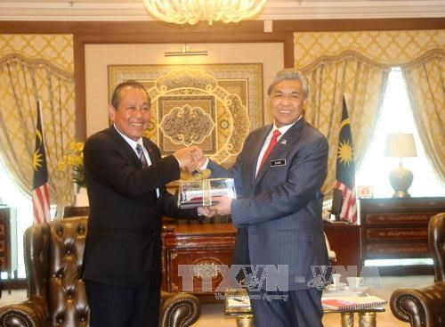 Vietnam, Malaysia vow to step up strategic partnership hinh anh 1