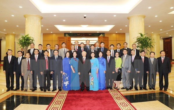 Party chief meets heads of Vietnam's overseas rep offices hinh anh 1