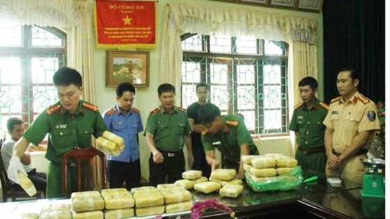 Over 30kg of pink crystal drug seized in Lai Chau hinh anh 1