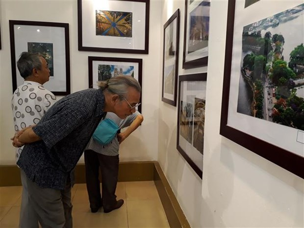 Photo exhibition highlights Hanoi's past, present architecture hinh anh 1