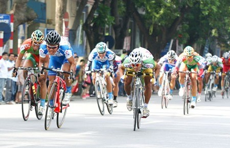 Cyclists set for Return to Truong Son tournament hinh anh 1