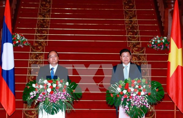 Lao PM urges joint efforts to deepen Vietnam-Laos ties hinh anh 1