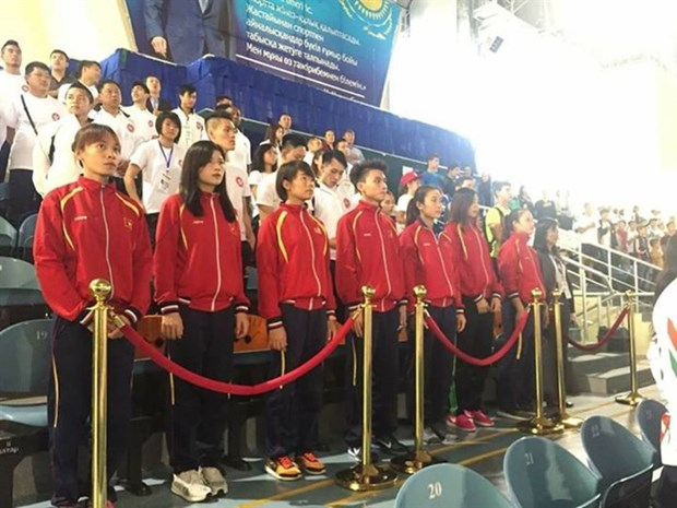 Vietnam brings home seven karate bronze medals hinh anh 1