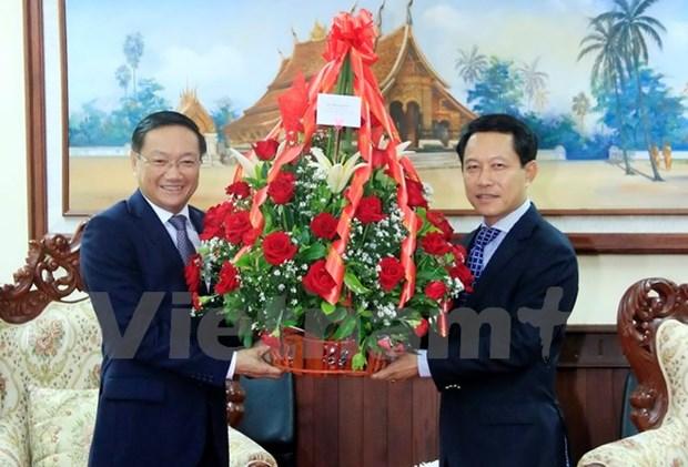 Vietnam's top leaders send anniversary congratulations to Laos hinh anh 1