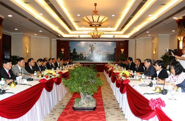HCM City, central Lao provinces boost cooperation hinh anh 1