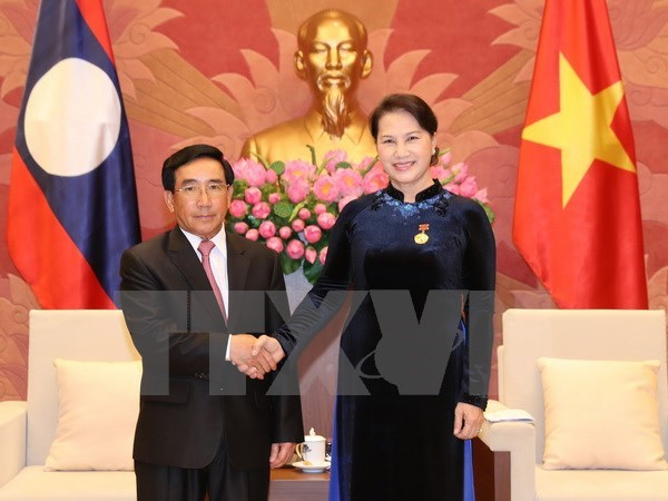 National Assembly Chairwoman meets Laos Vice President hinh anh 1